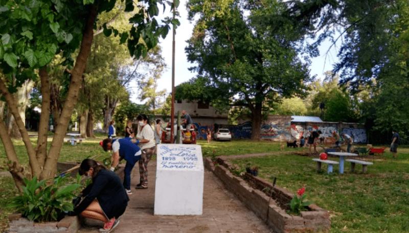 Jornada para la mejora de canteros del acceso a la Plaza